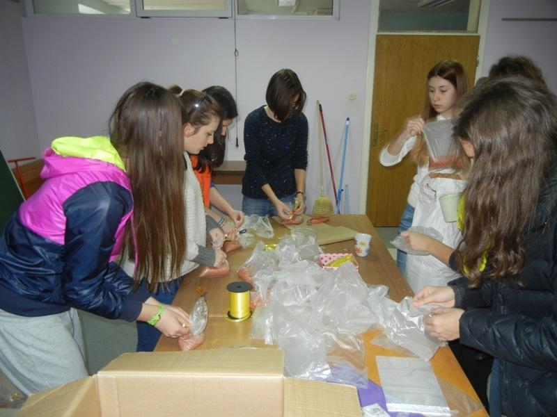 volonteri-bozicna-akcija-2013-001