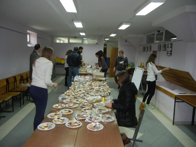 volonteri-bozicna-akcija-2013-010