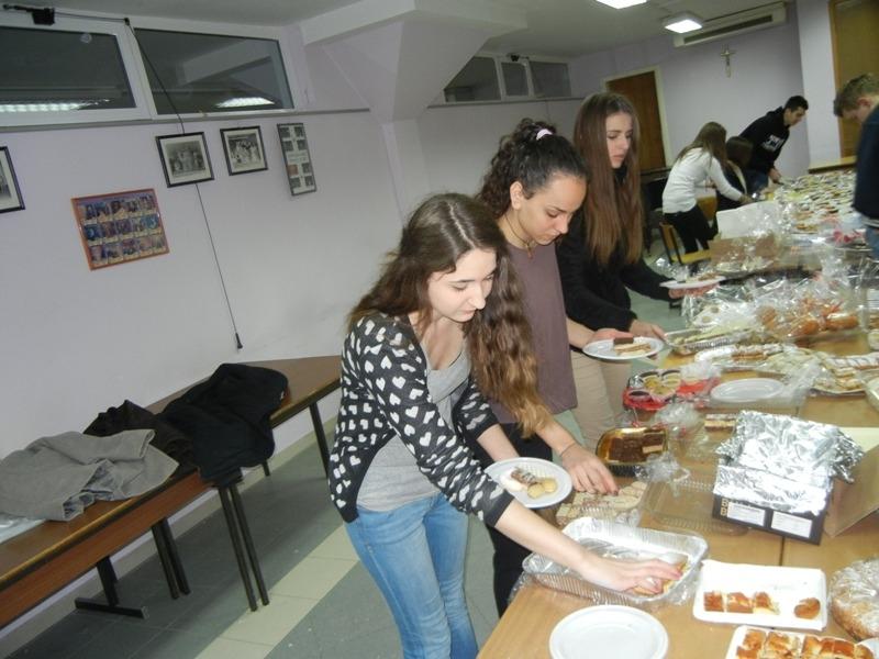 volonteri-bozicna-akcija-2013-015