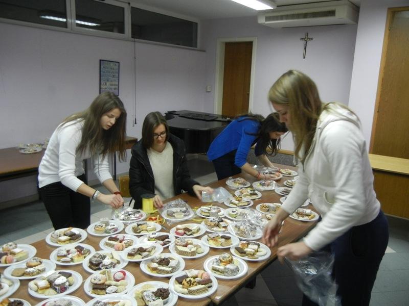 volonteri-bozicna-akcija-2013-017