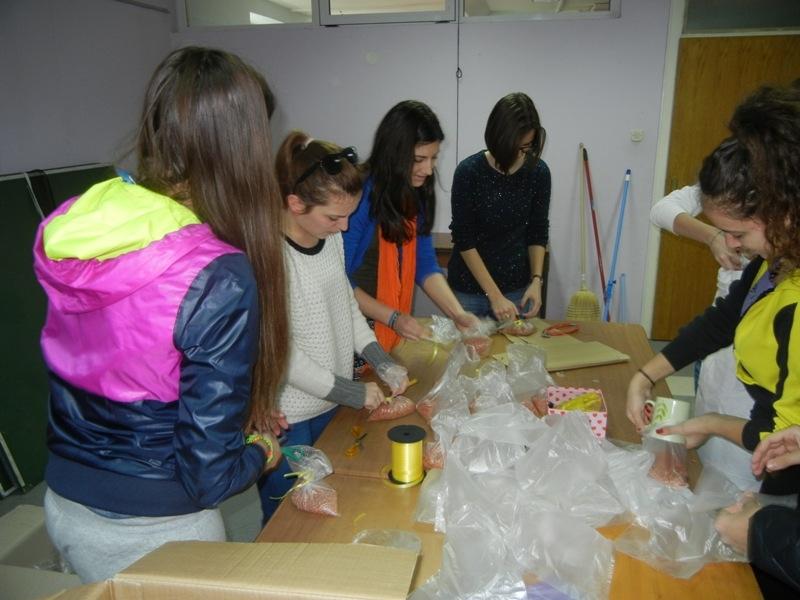 volonteri-bozicna-akcija-2013-002