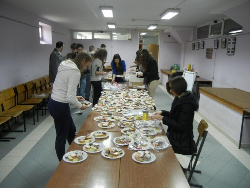 volonteri-bozicna-akcija-2013-009